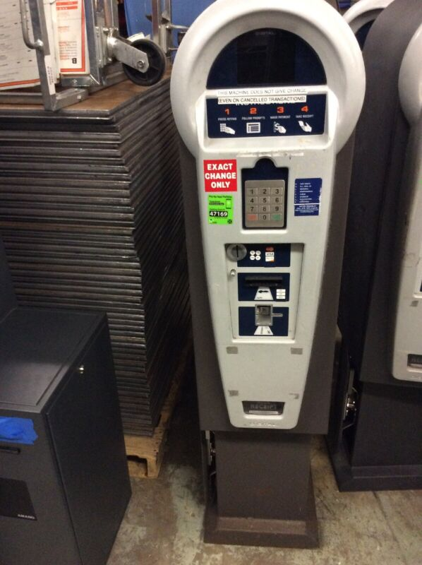 T2 SYSTEMS DIGITAL PARKING GARAGE PAY STATION CREDIT CARD PAYMENT KIOSK SHELBY