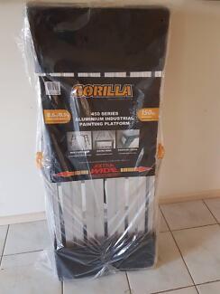 Gorilla 450 series platform ladder