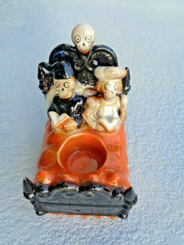 2010 Yankee Candle Boney Bunch Couple in Bed Halloween Mint