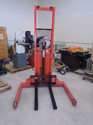 Presto Lift Stacker 2000 Cap.50 Straddle72 Lift