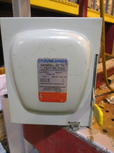 Crouse Hinds GU321, 30 Amp 240 Volt NEMA 1 Disconnect