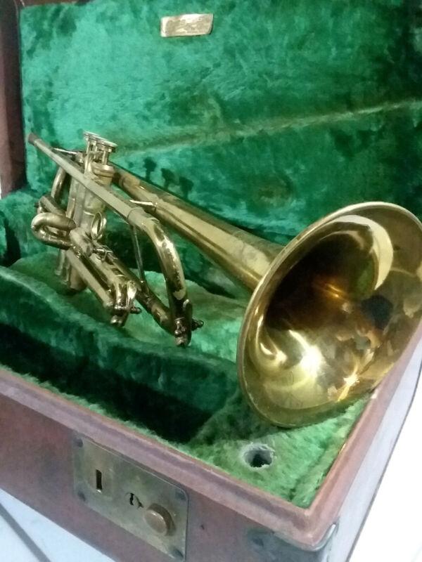 Vintage Buescher True Tone Lightweight 400 Trumpet, Case, Mouthpiece