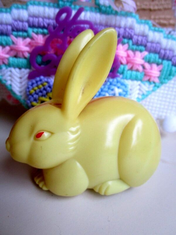 VINTAGE PLASTIC YELLOW EASTER BUNNY RABBIT FRICTION TOY