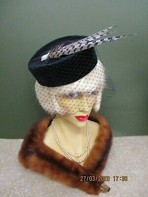 1940's VINTAGE STYLE BLACK VELVET PILL BOX HAT WITH FACE NET & FEATHERS