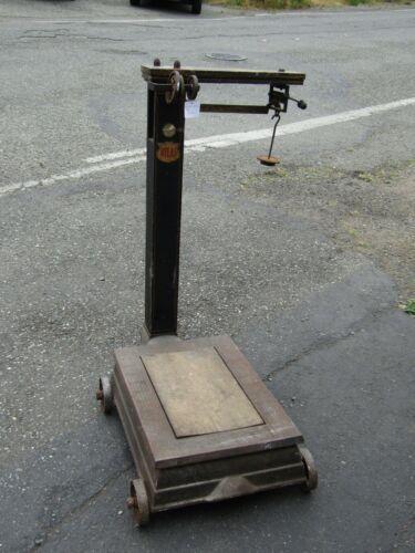 Antique Atlas Platform Scale Wood Body Metal Base w/Wheels MP58