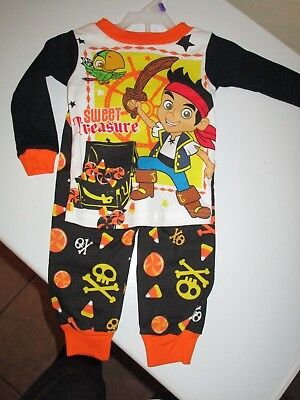 HALLOWEEN JAKE & THE NEVER LAND PIRATES GLO IN THE DARK PAJAMA SET 12-18-24 MON  (Land Pirates)