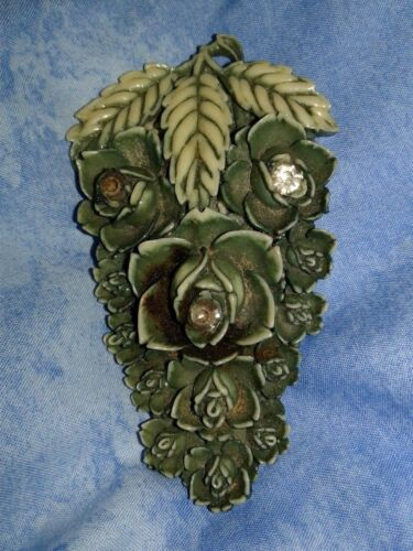 VTG CARVED CELLULOID GREEN FUR DRESS CLIP W/FLOWER DESIGN, RHINESTONES~ ART DECO