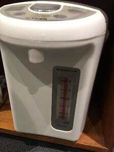 Japanese Zujirushi hot water kettle for sale (very good condition) Cammeray North Sydney Area Preview