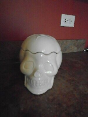 IVORY HALLOWEEN SKELTON FACE SCENT POD WARMER - - Halloween Skelton