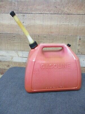 Gott Rubbermaid 5 Gal Plastic Gas Can - Old Style Spout With Screen End Cap