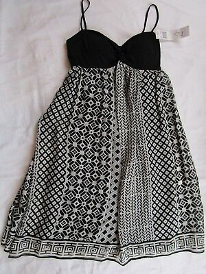 NWT Womens Ladies size 4 Black and White sleeveless party dress MAGGY LONDON