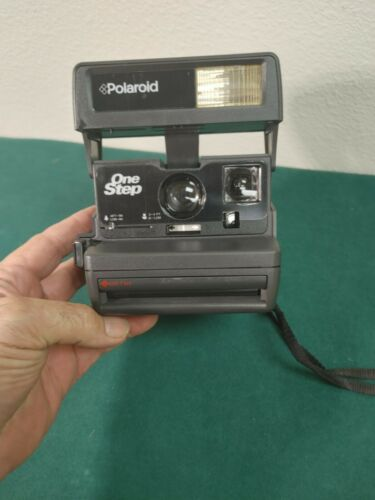 Vintage Polaroid One Step Flash 600 Instant Camera with Strap TESTED