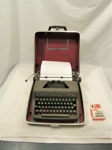Vintage Royal Quiet Deluxe Vintage Typewriter w/ Case Working!