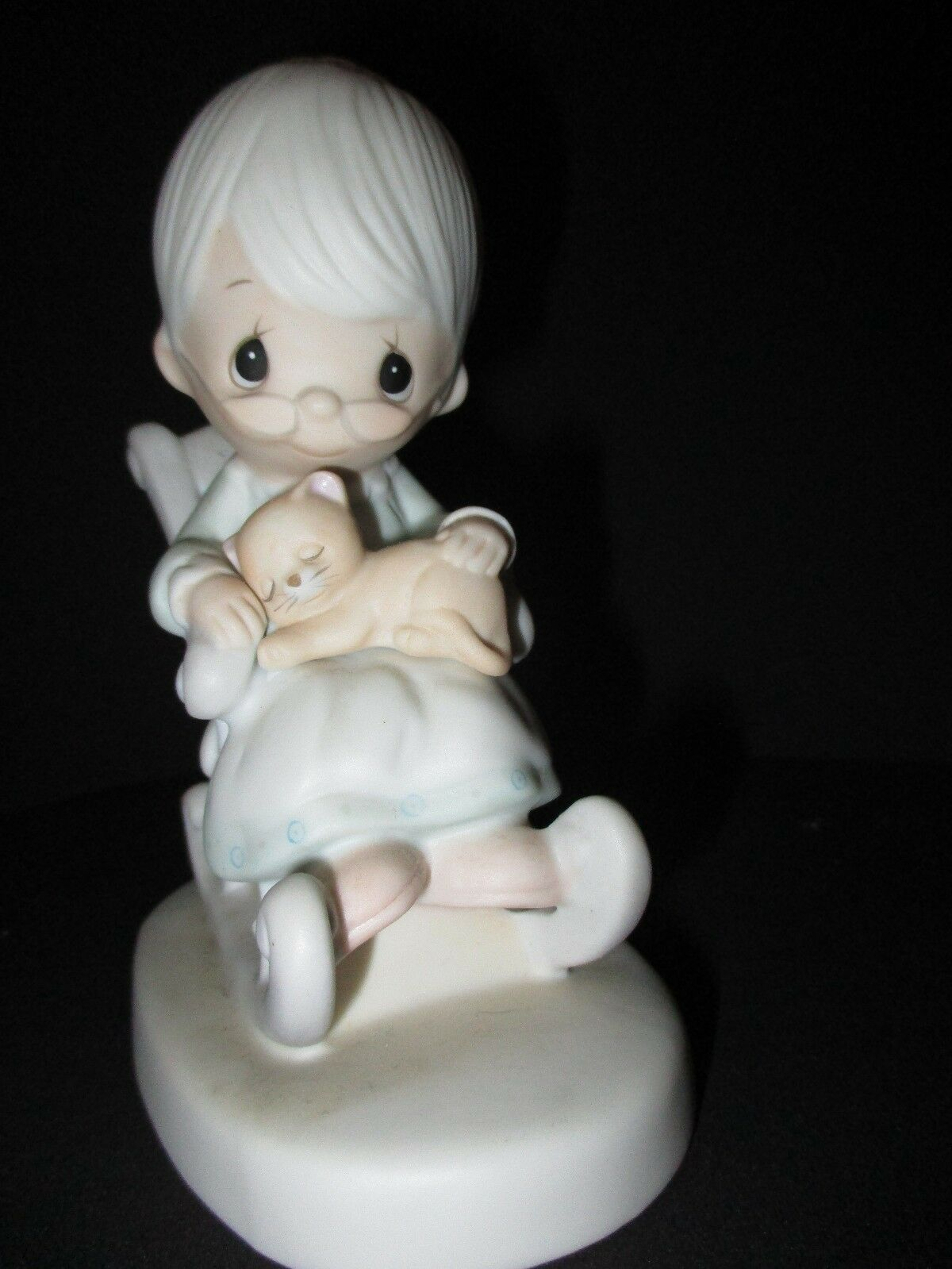 the last precious moments with my grandmother Precious moments® figurines and ornaments few collectible figurines are as widely known as precious moments with their enormous eyes and angelic expressions, the child-like porcelain figurines have been capturing hearts for more than four decades.