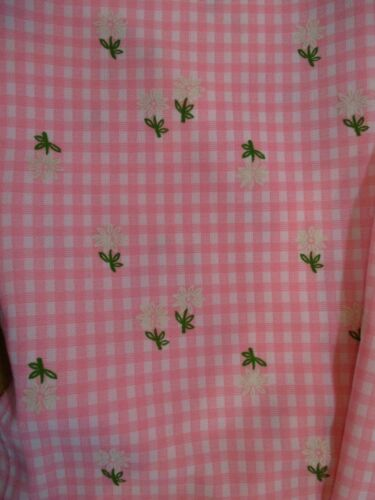 VINTAGE 60s POLYESTER DOUBLE-KNIT FABRIC PINK & WHITE GINGHAM w RAISED DAISIES