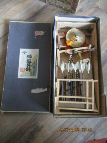 VINTAGE JAPANESE SAMURAI ARCHERY/ARCHER SOUVENIR TABLE TOP SET DISPLAY +ORIG.BOX