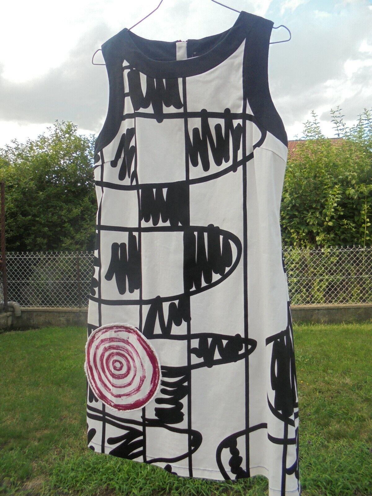 Superbe robe blanche et noire desigual neuve  taille 40