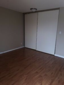 DEC,JAN RENT FREE!! Move in ready 1 bdrm Millwoods