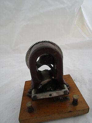 Carette Elektromotor mit Handkurbel, ca. 1905