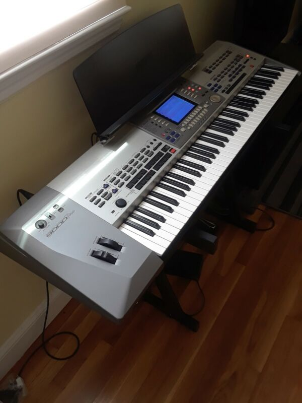 Yamaha 9000 Pro Great Condition with Brand New Gig Bag