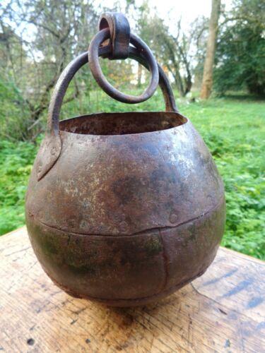 ANCIENT  IRON CAULDRON. PRIMITIVE COLONIAL ERA HEARTH COOKING POT.  WATER BUCKET