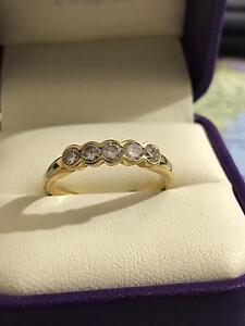 18K Yellow Gold Diamond Ring Regents Park Logan Area Preview