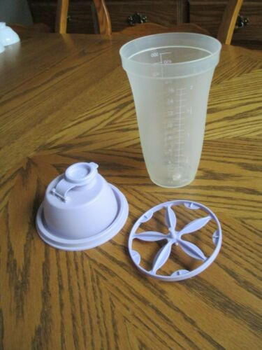 Tupperware #644 Light Purple Shaker Measuring Cup / USED
