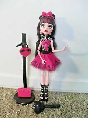MONSTER HIGH Draculaura Picture Day EUC