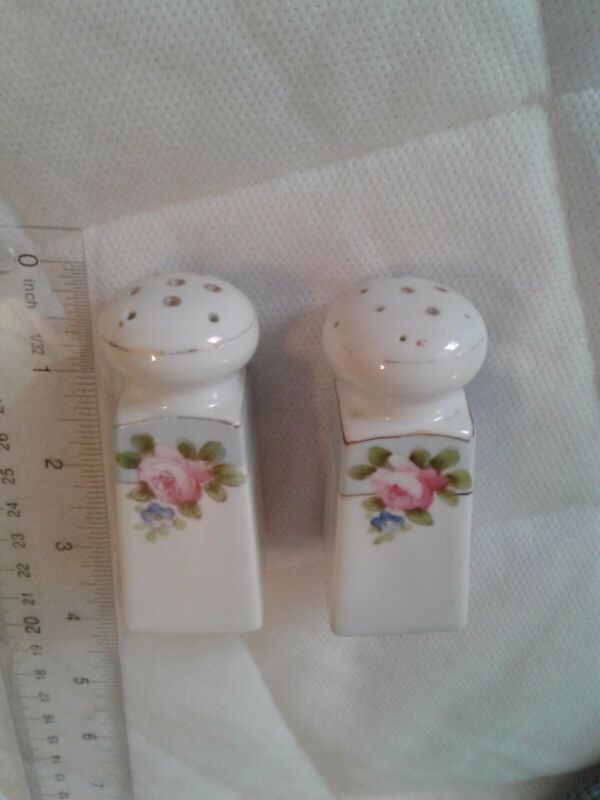 Antique Victorian Style Salt Pepper shakers