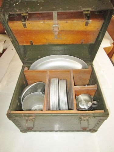 VINTAGE U.S. MILITARY Army OFFICERS MESS KIT Korea War field gear chest storage