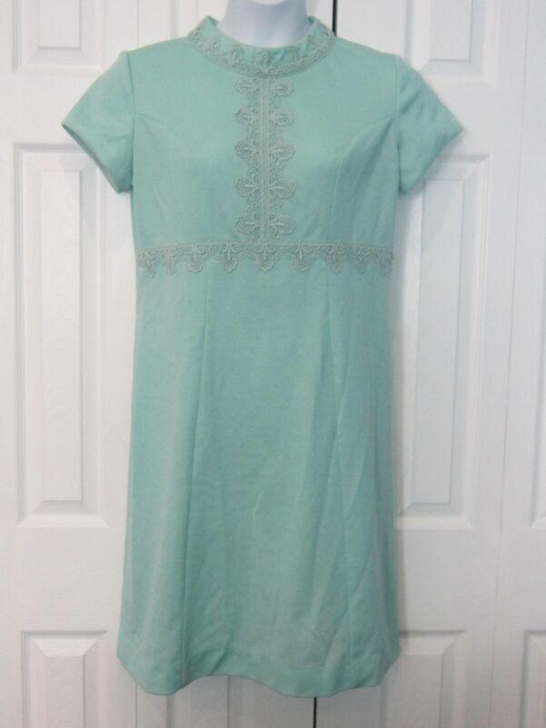 c1855710e5f Vintage Duet Original Green 1960s Lace Accent High Collar Dress