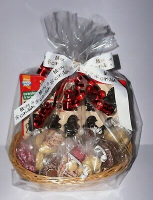 DOG CHRISTMAS BASKET WITH 7 SPECIALTY DOG CHOCS & CHOC SANTAS GIFT WRAPPED ()