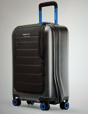 Bluesmart One - Smart Luggage: GPS, Remote Locking,Battery Charger. New in a box