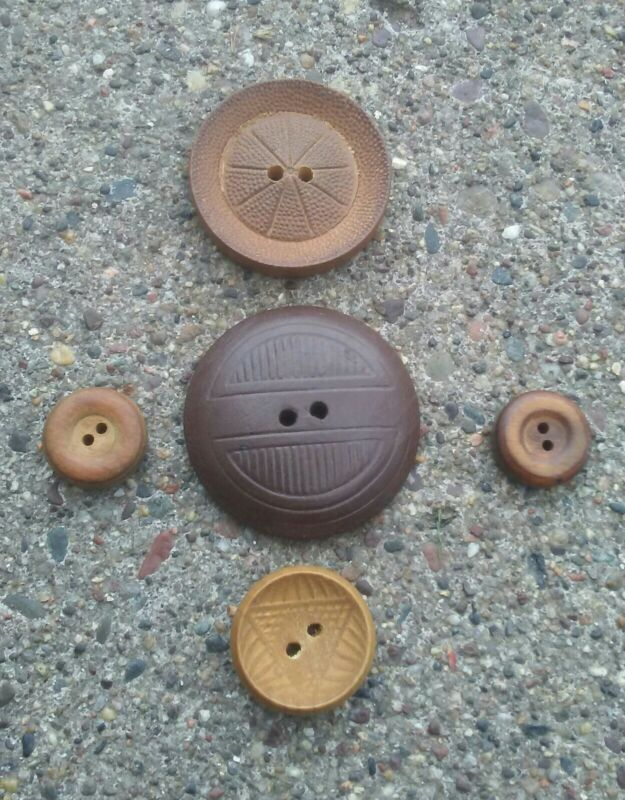5 Vintage Wood Buttons.