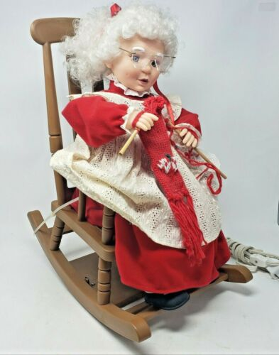 RARE Vintage Christmas 1993 Animated Collectible Mrs Clause Rocking Knitting