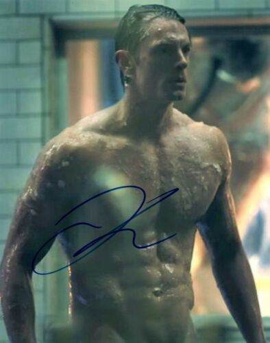 Joel Kinnaman Signed Autographed 8x10 Photo Hot Sexy Shirtless Pose COA