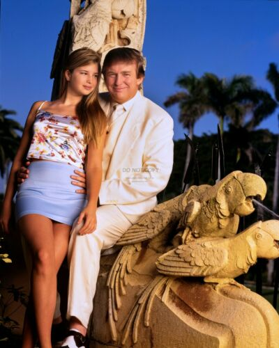 DONALD TRUMP WITH YOUNG DAUGHTER IVANKA TRUMP - 8X10 PHOTO (MW120)