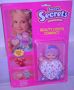 7929-NRFC-Vintage-Galoob-Sweet-Secrets-Cosmetics-Beauty-Lights-Lips-Compact