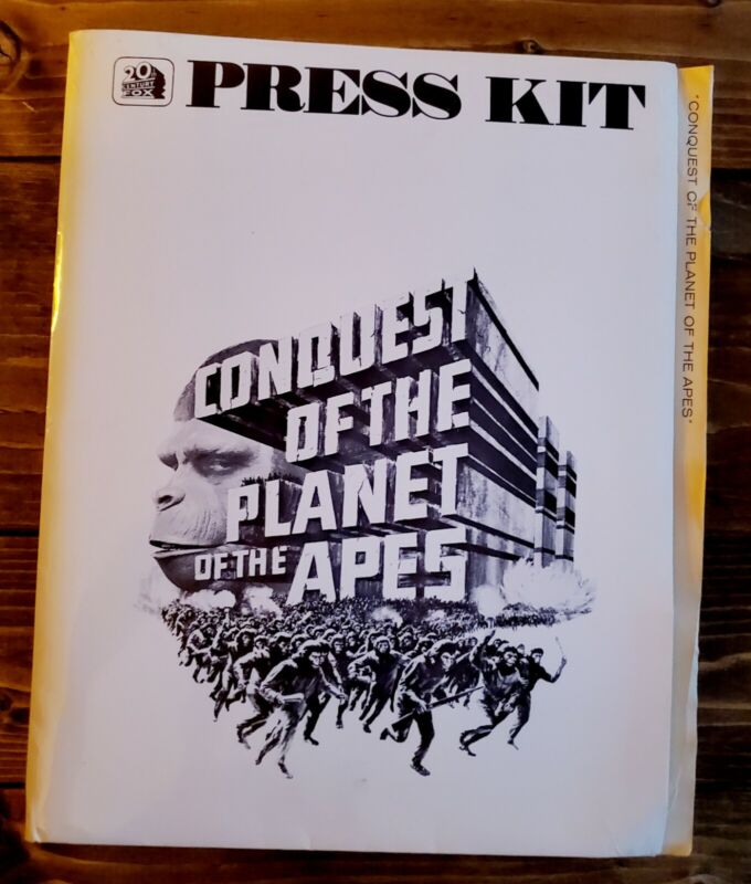 """1972 """"CONQUEST OF THE PLANET OF THE APES"""" PRESS KIT With (13) Photos In FOLDER"""
