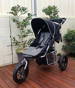 Three Wheel Pram - Free pram liner set worth over $100 Woonona Wollongong Area Preview