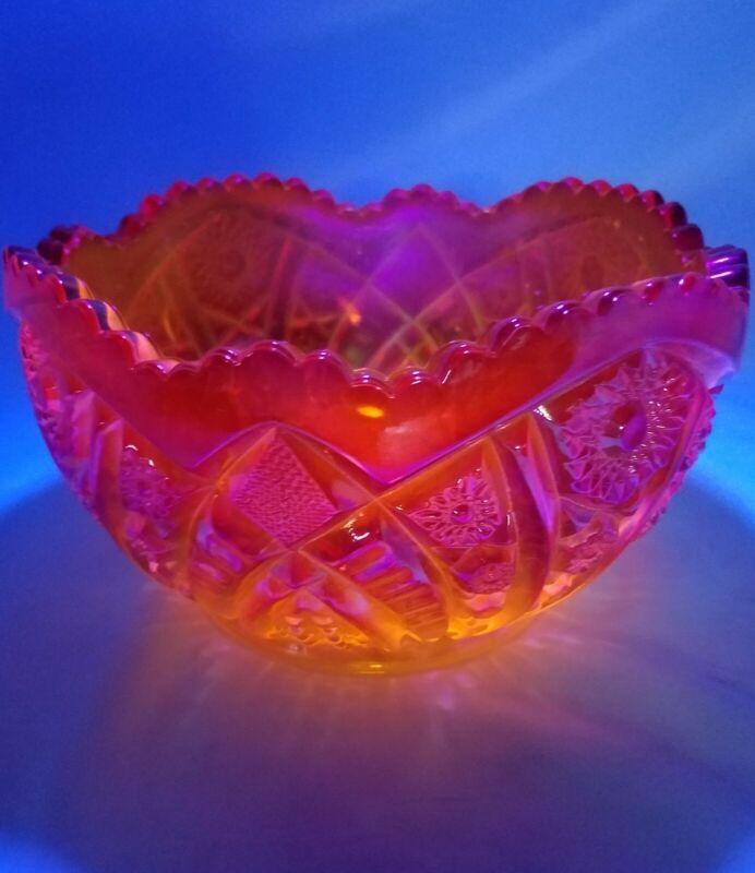 Vintage LE Smith Hobstar Amberina Glass Bowl