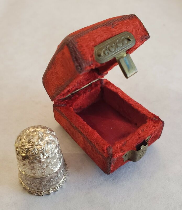 Charles Horner Chester England Sterling Silver Thimble in Red Velvet Case 1897