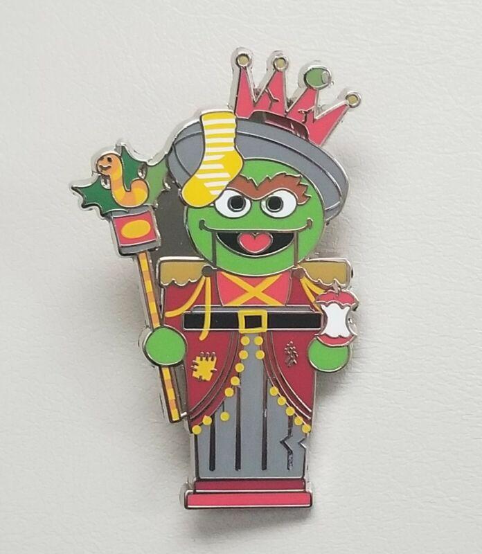 Sesame Place Street Christmas Pin Oscar the Grouch Nutcracker Busch Seaworld
