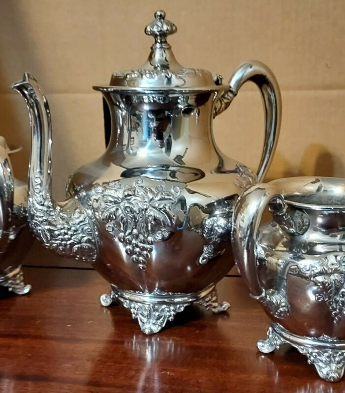 Grapes Forbes Silver Co 216 Silverplate Teapot~Creamer~Sugar Bowl~Waste Bowl