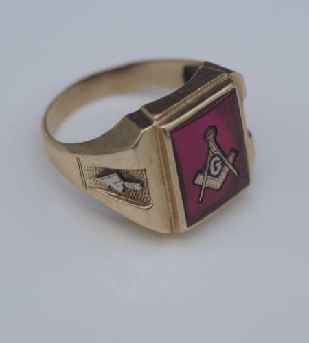 MASONIC 10KT GOLD AND RUBY MEN