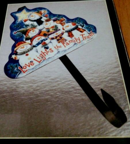 Christmas/Winter Wreath Holder-Snowman Family- Walnut Creek