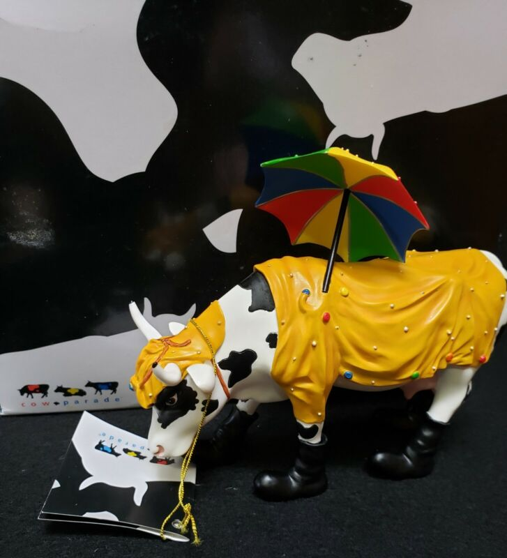 Cow Parade Mooing In The Rain # 7704 / 2004 Collectible Figurine