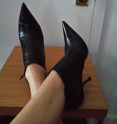 Alaia Black Leather Pointy Toe Ankle Booties Size 39 5