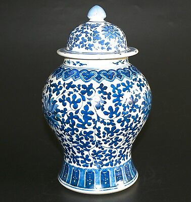 VINTAGE CHINESE LARGE BLUE & WHITE PORCELAIN LIDDED TEMPLE GINGER JAR