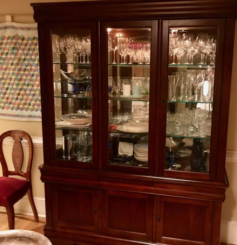 Delicieux Hutch China Cabinet   Lighted, Glass Shelves, Mirrored   Broyhill